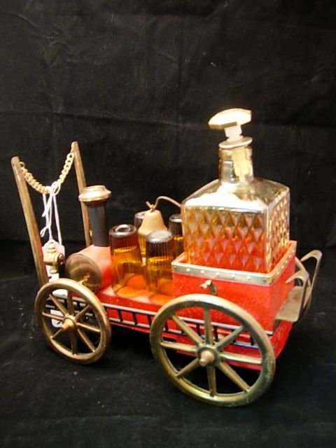 10001: VINTAGE FIRE TRUCK MUSIC BOX AMBER GLASS DECANTE