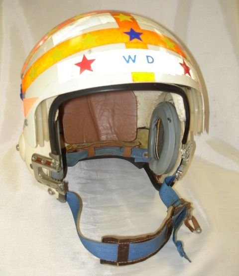 10263: VIETNAM JET FIGHTER PILOT HELMET  APH 6B MEDIUM