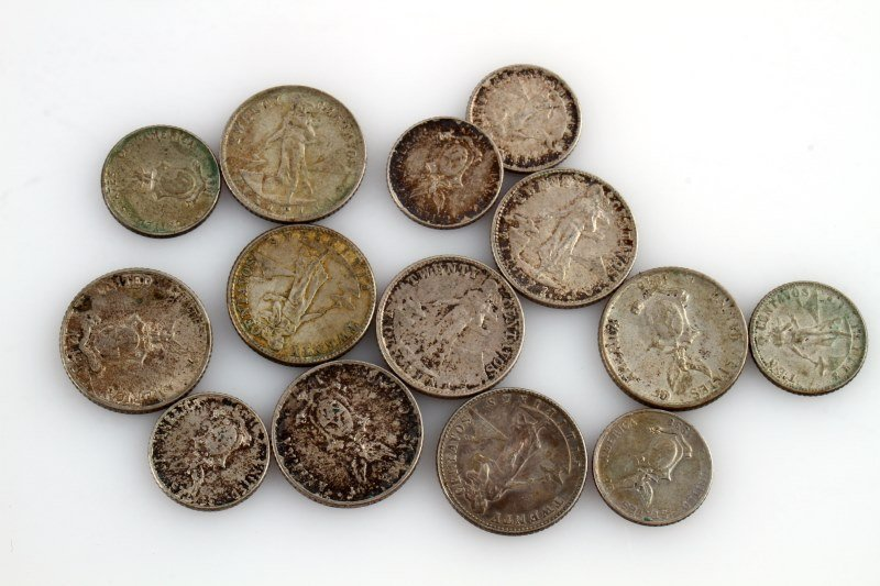 GROUPING OF US PHILLIPINES SILVER COINS - 2