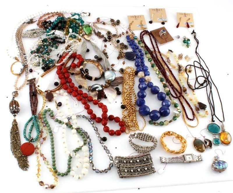 DEALERS LOT OF 5.8 POUND COSTUME JEWELRY