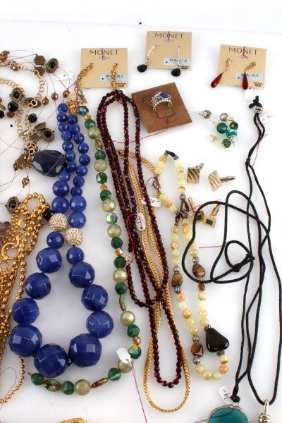 DEALERS LOT OF 5.8 POUND COSTUME JEWELRY - 4