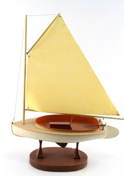 20.5 INCH TALL WOOD & CLOTH MODEL OF A SAILBOAT