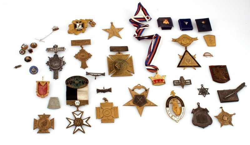 34 ANTIQUE MASONIC OR FRATERNAL SOCIETY BADGES