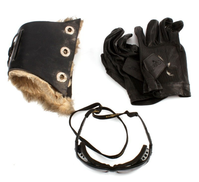 MOTORCYCLE LEATHER WRIST STRAP GLOVES AND GLASSES