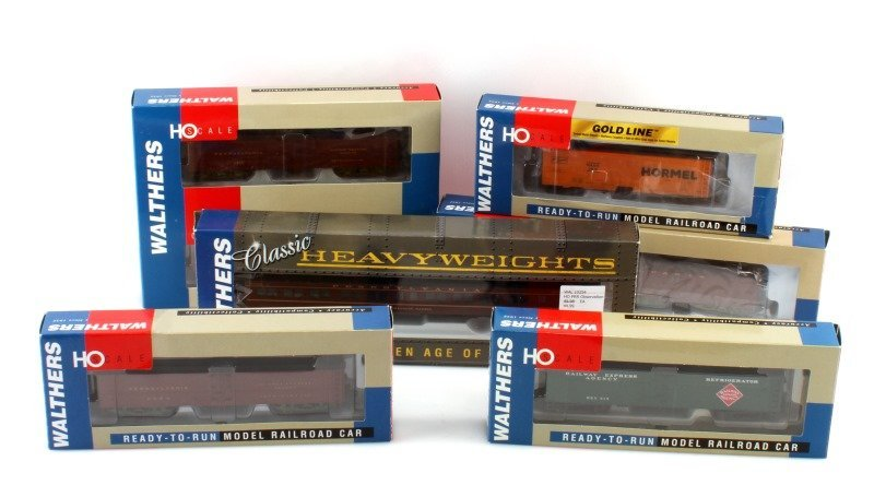 7 WALTHERS HO SCALE READY TO RUN RAILROAD CARS