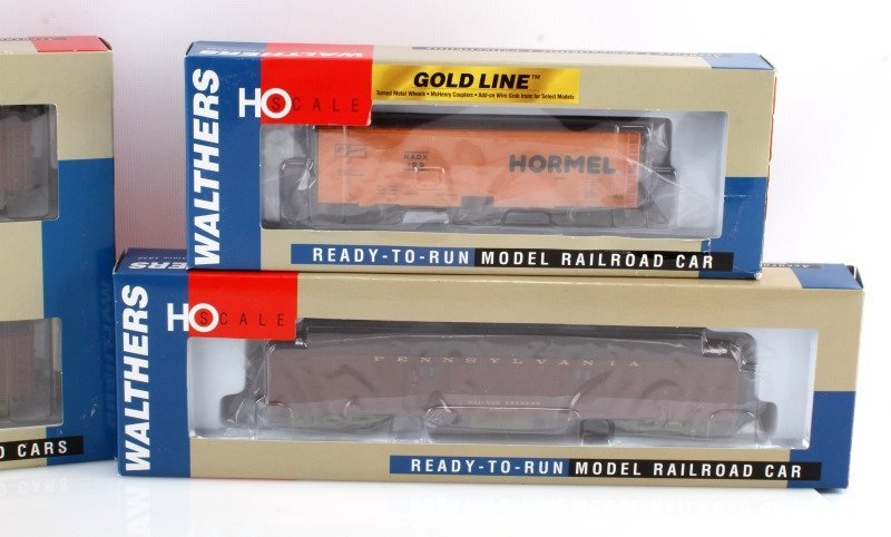 7 WALTHERS HO SCALE READY TO RUN RAILROAD CARS - 4