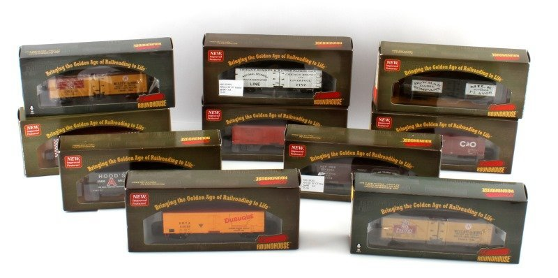 10 PIECE LOT OF ROUNDHOUSE HO SCALE NEW TRAIN CARS