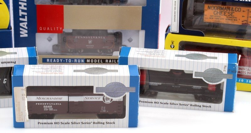 8 PIECE LOT OF HO SCALE MODEL TRAIN CARS NEW - 2