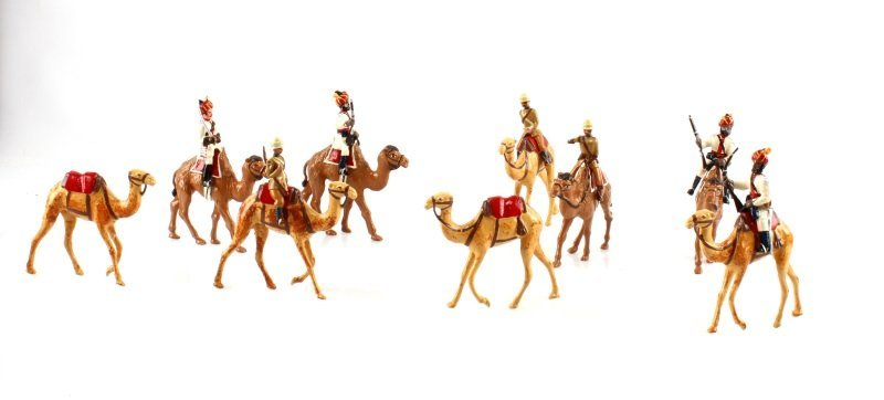 16 PIECE BOX SET OF WWII  CAMEL CORPS TOY SOLDIERS