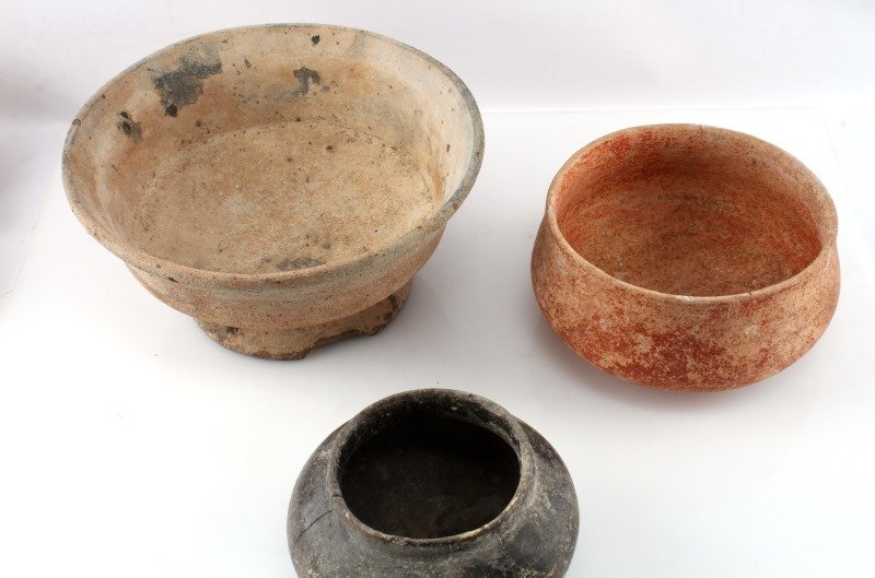 GROUPING OF 3 LARGE BELIZEAN PRE-COLUMBIAN VESSELS - 2