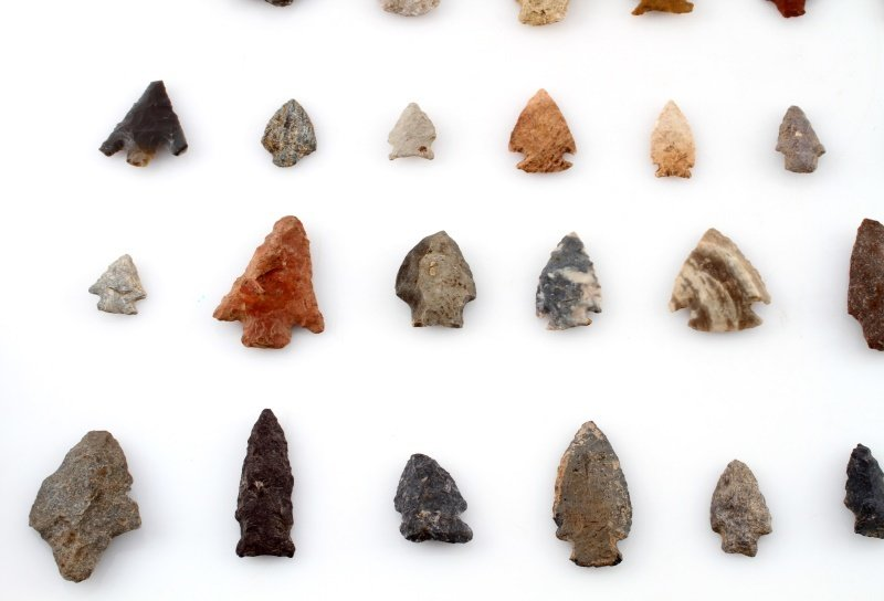 GROUP OF WOODLAND TO ARCHAIC ARROWHEAD POINTS - 4