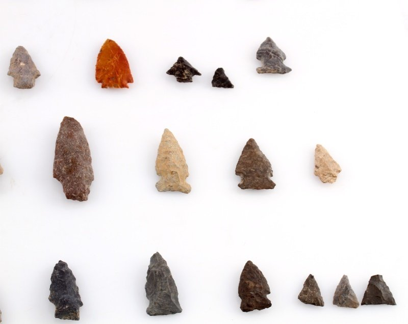 GROUP OF WOODLAND TO ARCHAIC ARROWHEAD POINTS - 5