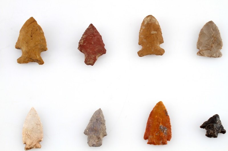 GROUP OF WOODLAND TO ARCHAIC ARROWHEAD POINTS - 7