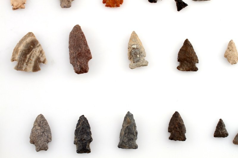 GROUP OF WOODLAND TO ARCHAIC ARROWHEAD POINTS - 8