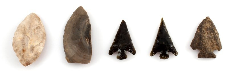 MIXED LOT OF ARROWHEAD POINTS BLADES OBSIDIAN