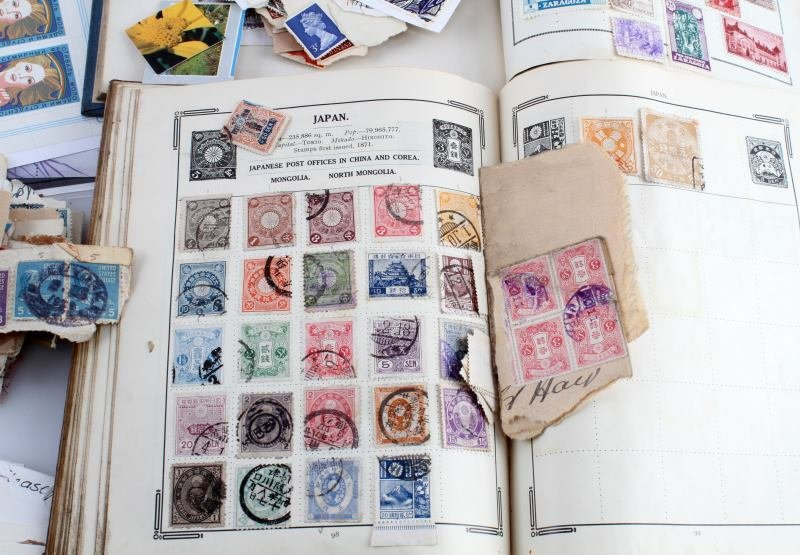 WORLD STAMP COLLECTION 100'S OF STAMPS - 3