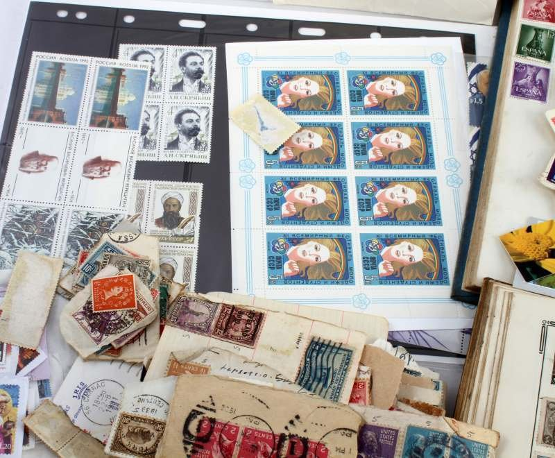 WORLD STAMP COLLECTION 100'S OF STAMPS - 4