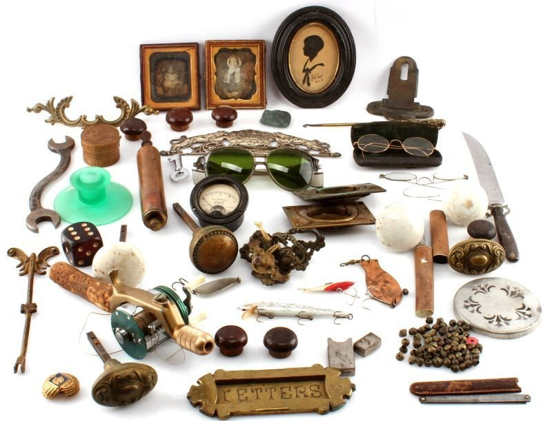 BIG VARIETY ANTIQUE & COLECTIBLE LOT FISHING MORE