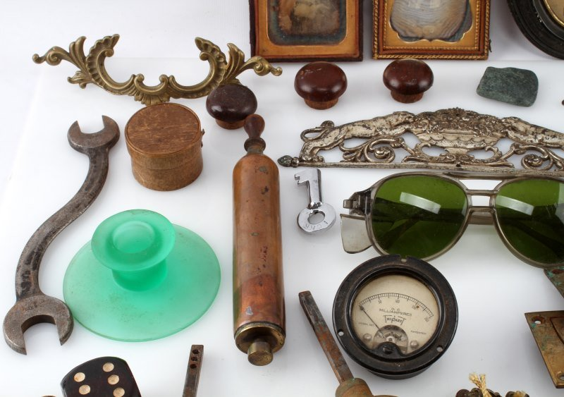 BIG VARIETY ANTIQUE & COLECTIBLE LOT FISHING MORE - 3