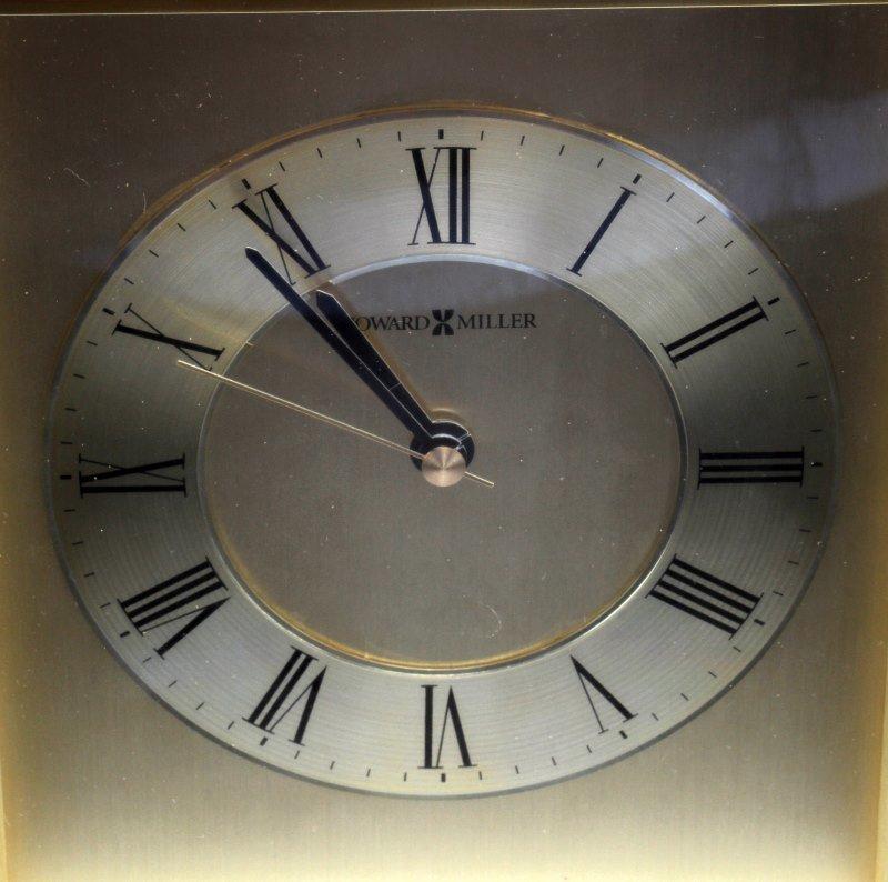 HOWARD MILLER TABLE DESK OR MANTAL CLOCK - 2