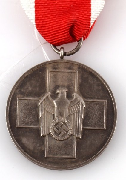 WWII GERMAN THIRD REICH PEOPLES MEDAL - 2