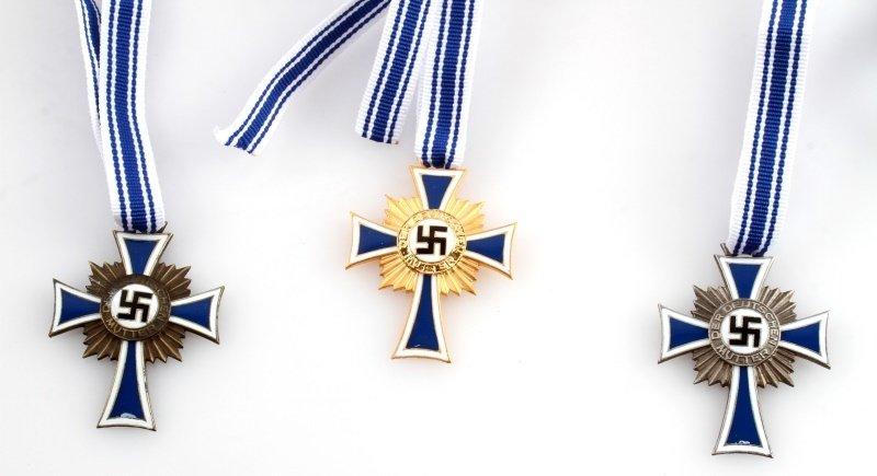 SET OF 3 GERMAN WWII MOTHER'S CROSSES - 2