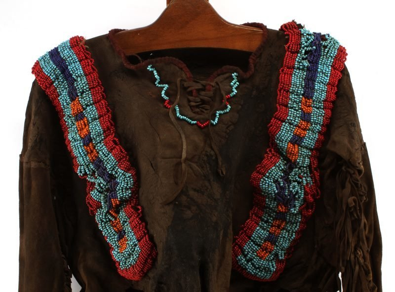 19TH CENTURY PLAINS INDIAN WAR SHIRT - 2