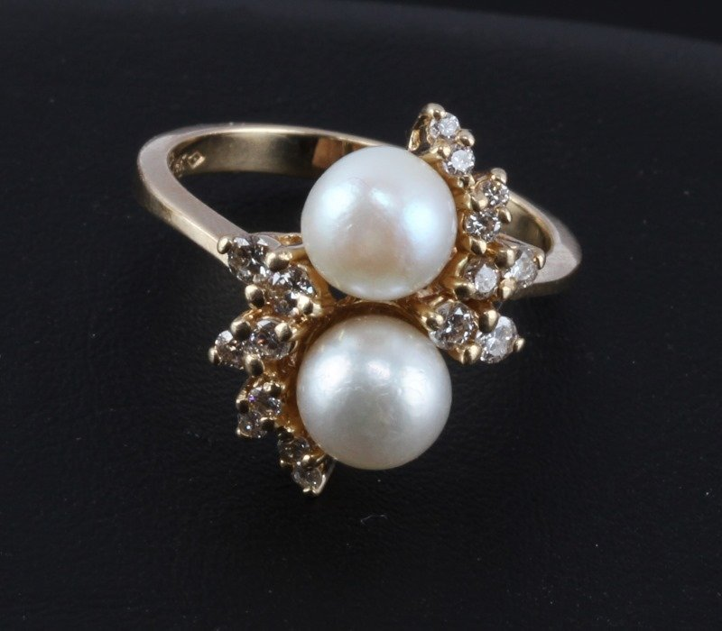 LADIES 14KT YELLOW GOLD RING WITH PEARLS & DIAMOND