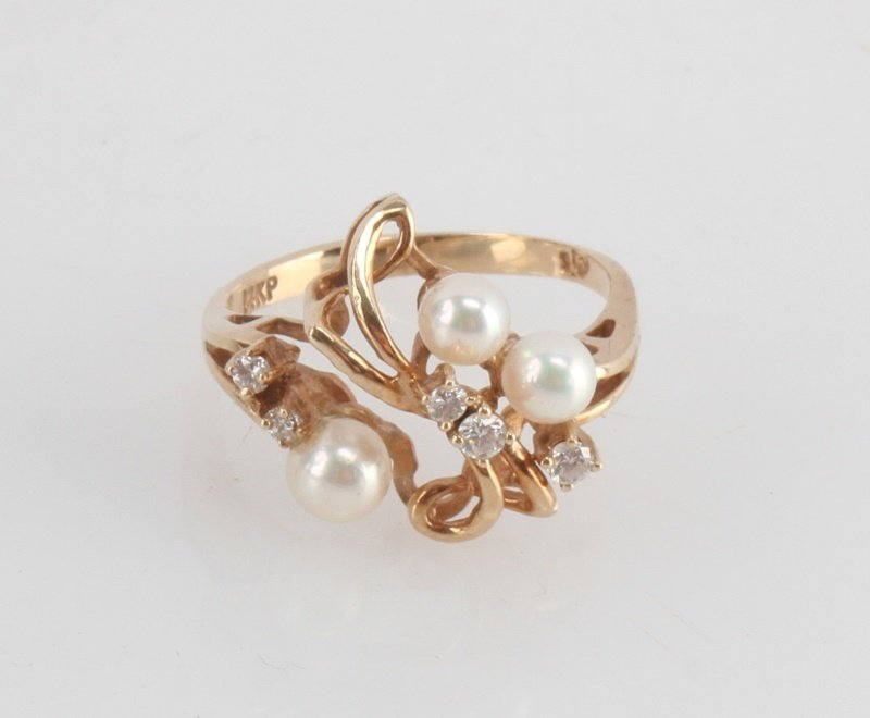 LADIES YELLOW GOLD 14KT PEARL AND DIAMOND SZ 6 - 3