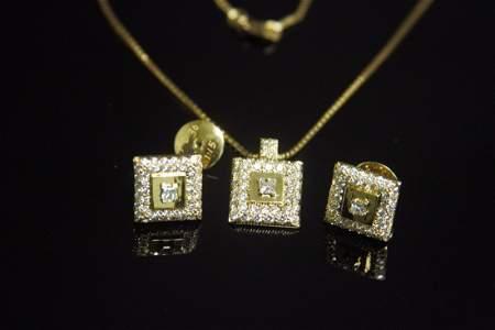 SET OF DIAMOND CHAIN AND EARRINGS