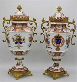 18th century Chinese export Armorial porcelain urns