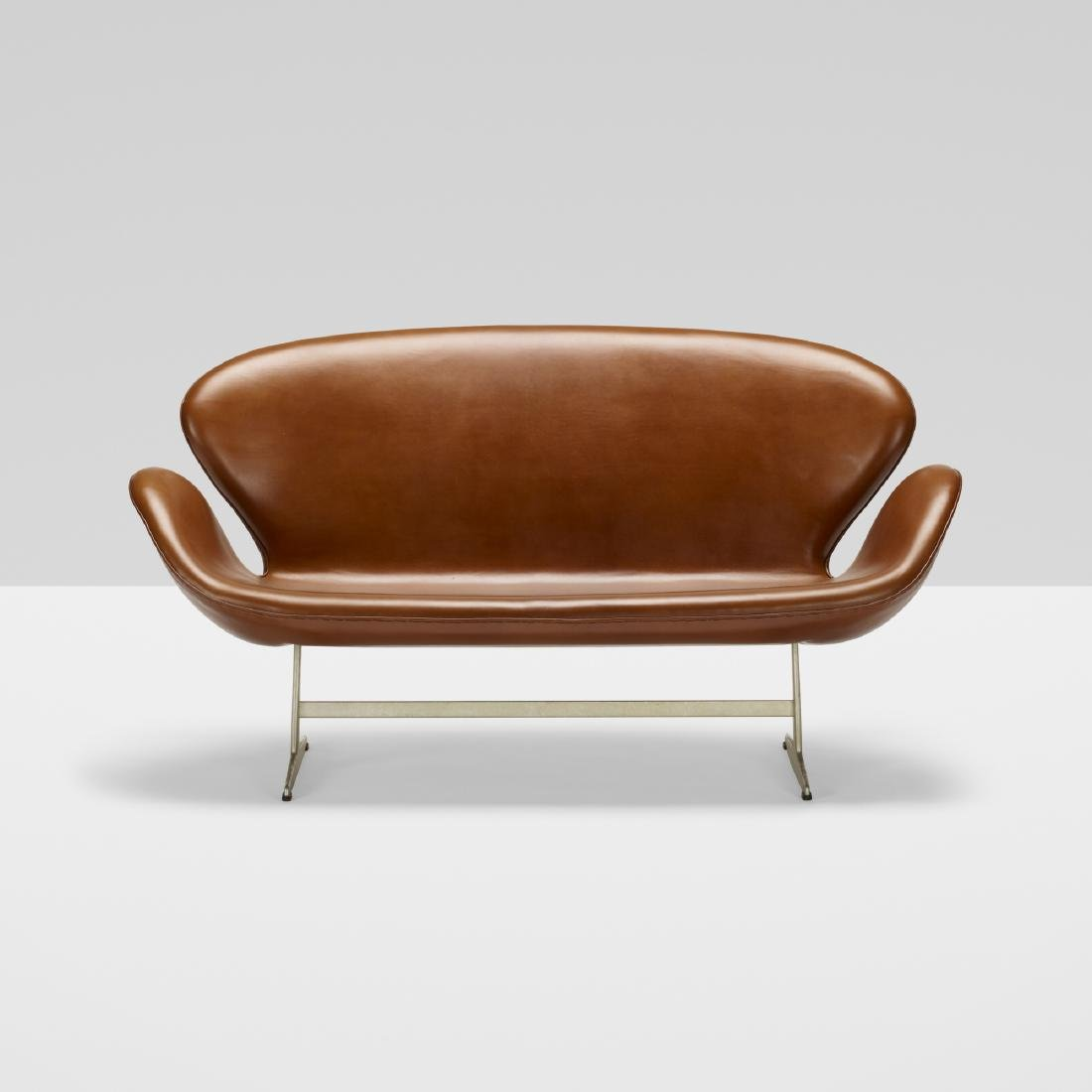 Arne Jacobsen, Swan settee, model 3321