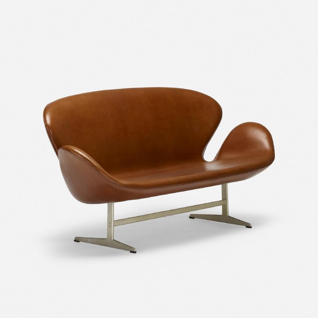 Arne Jacobsen, Swan settee, model 3321 - 2