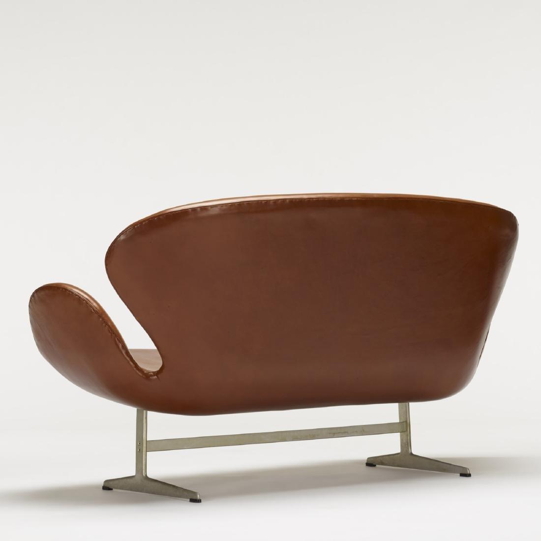 Arne Jacobsen, Swan settee, model 3321 - 4