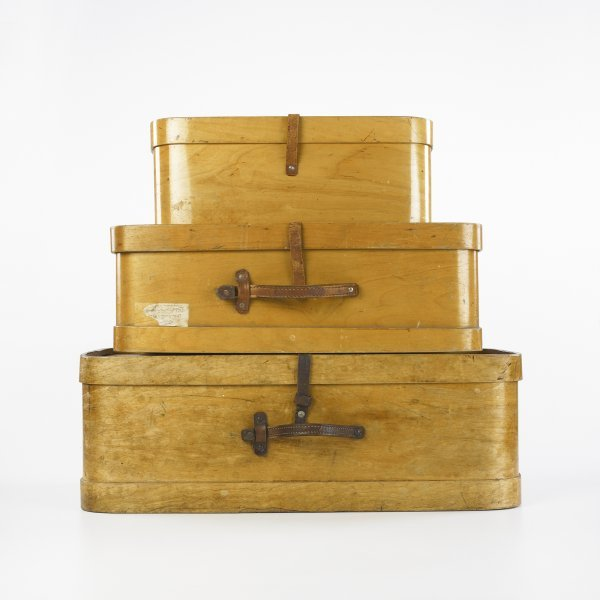 122: American travel cases, collection of three