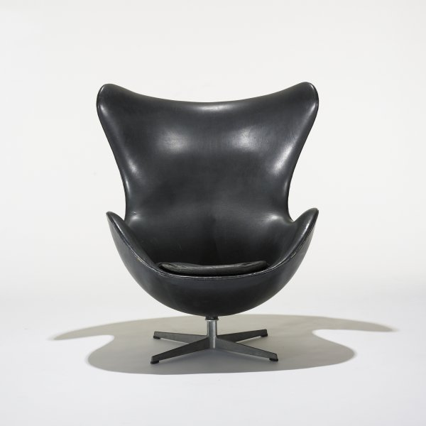 104: Arne Jacobsen Egg chair