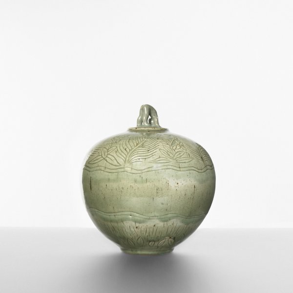 122: Helge Christoffersen lidded vessel