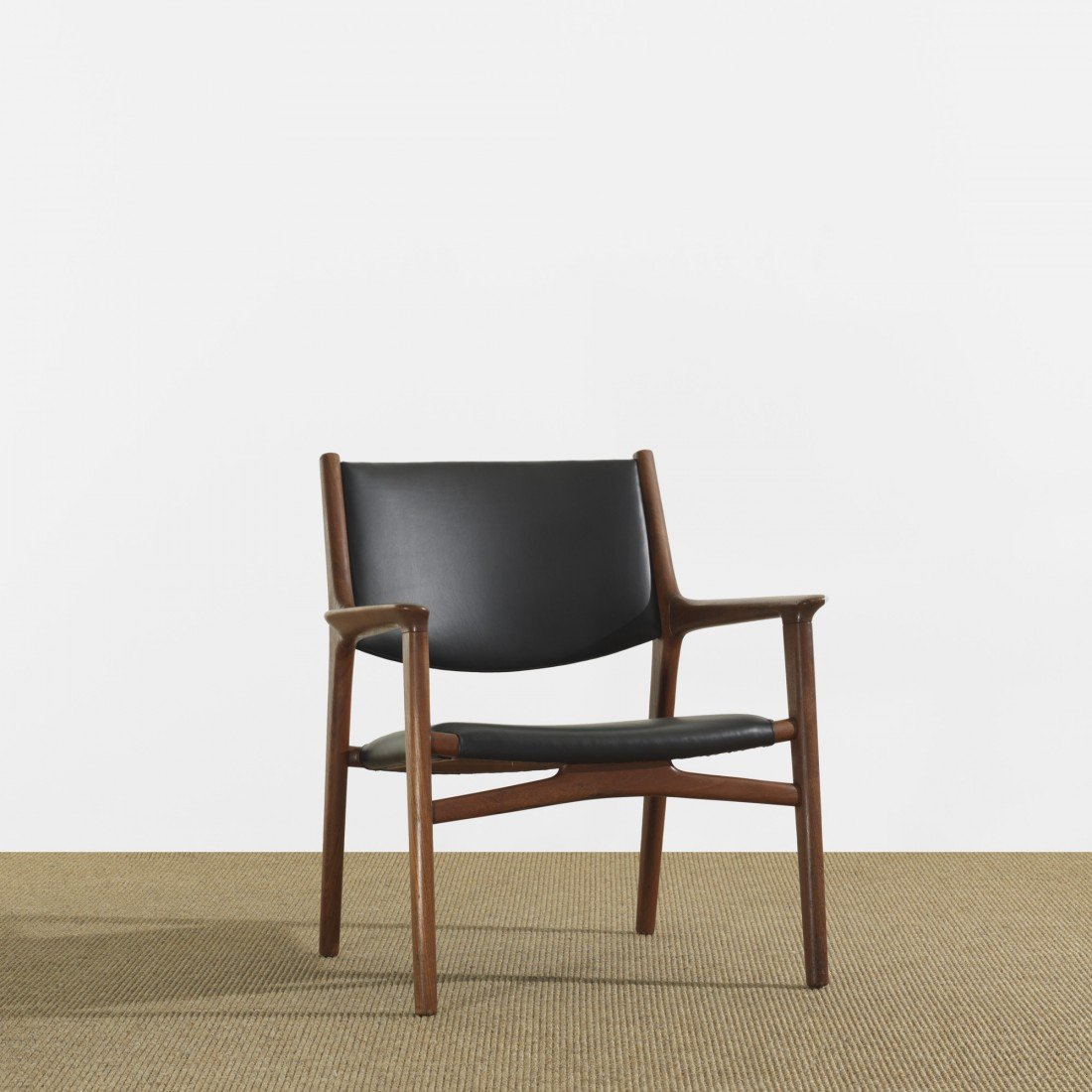 136: Hans Wegner lounge chair