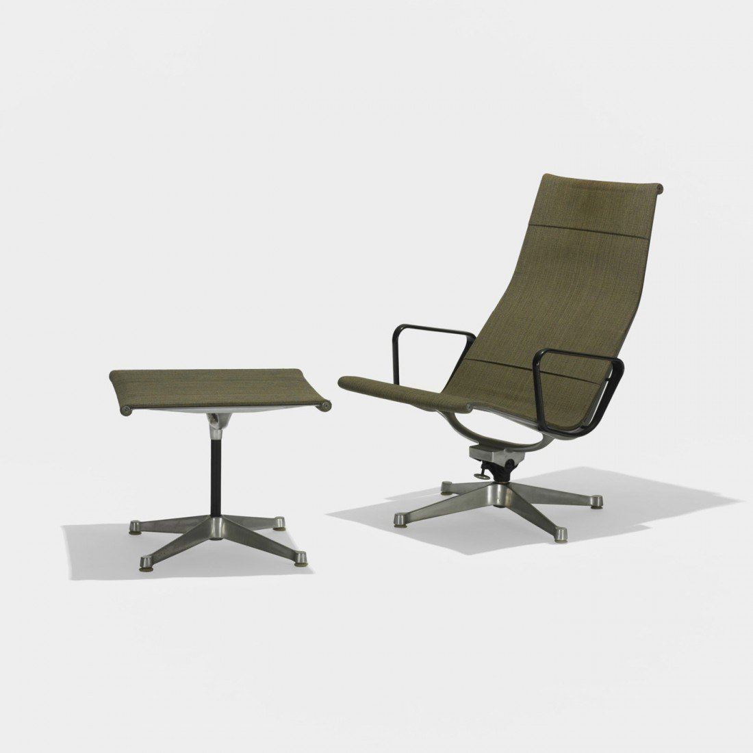 120: Eames Aluminum Group lounge chair and ottoman