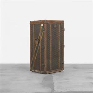 295: Louis Vuitton trunk