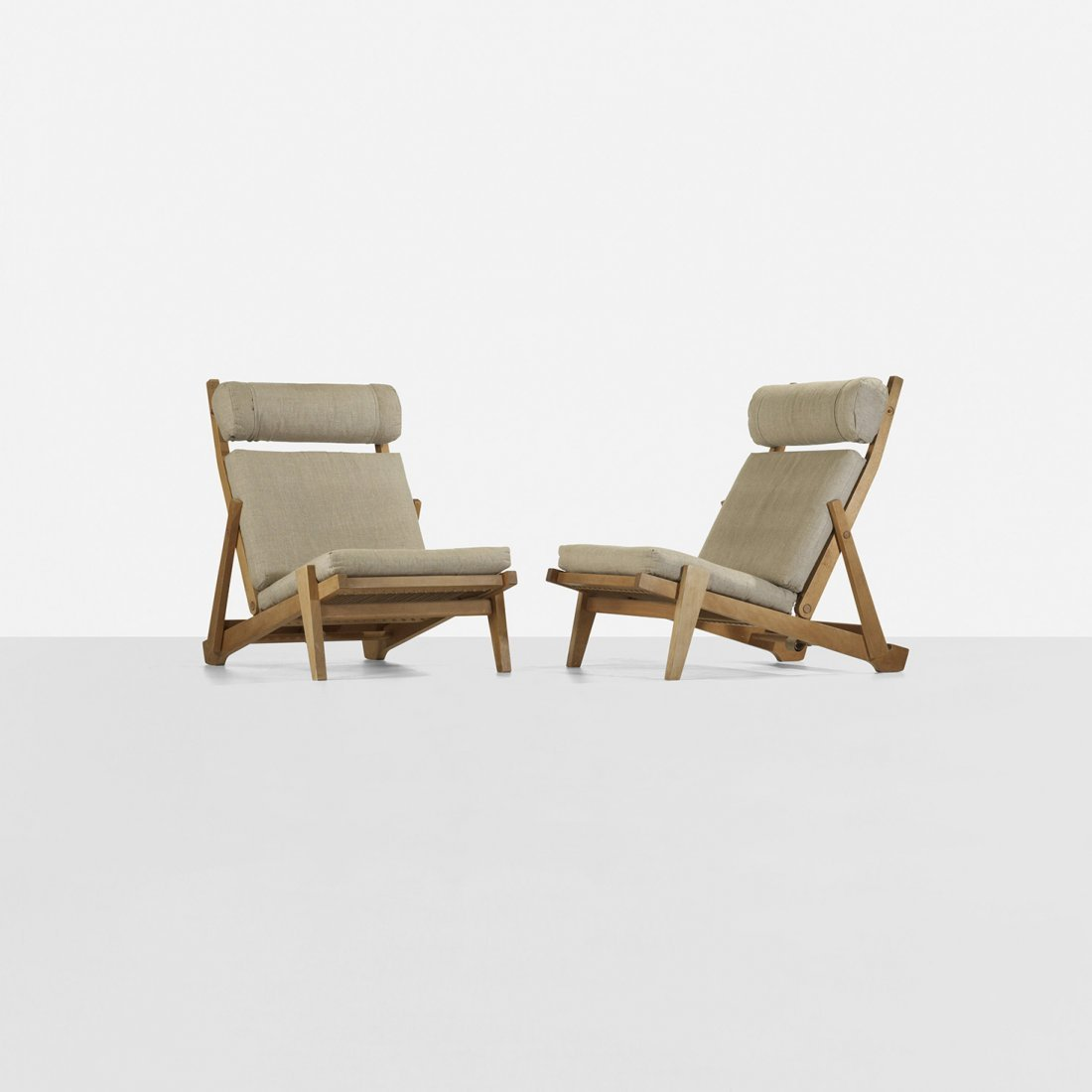 181: Hans Wegner adjustable lounge chairs, pair
