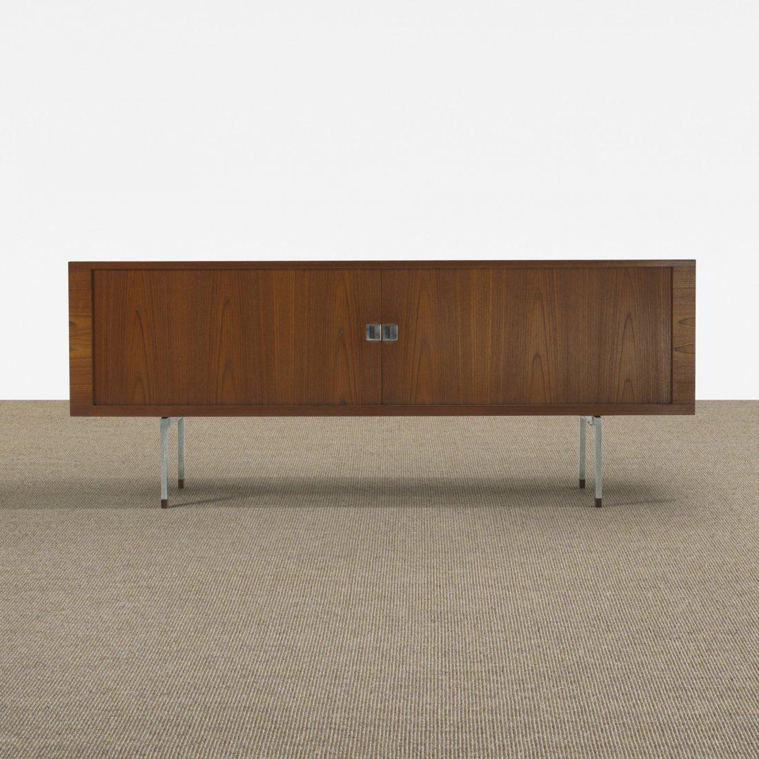 119: Hans Wegner cabinet, model RY 25