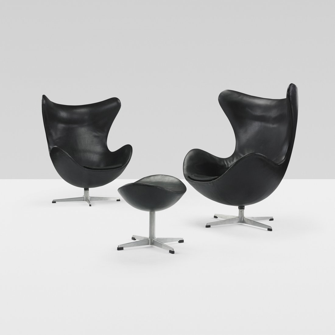 216: Arne Jacobsen pair of Egg chairs and ottoman