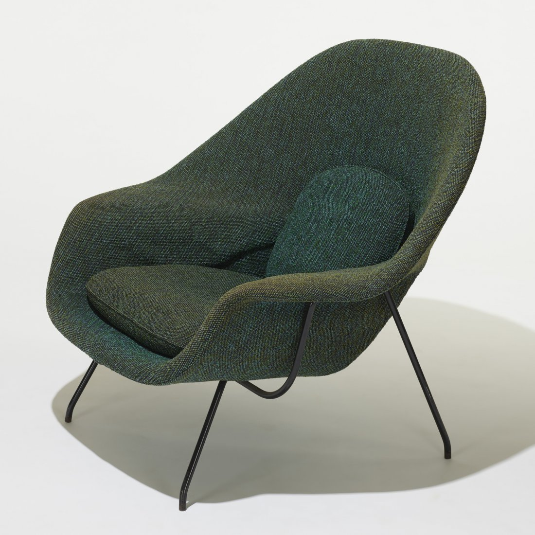Eero Saarinen, Womb chair and ottoman - 2