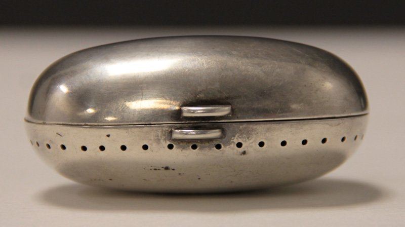 ANTIQUE TIFFANY STERLING SILVER OVAL HINGED BOX