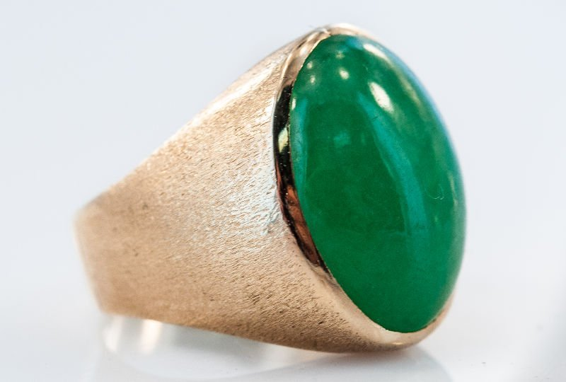 Jade and yellow 14Kt gold ring