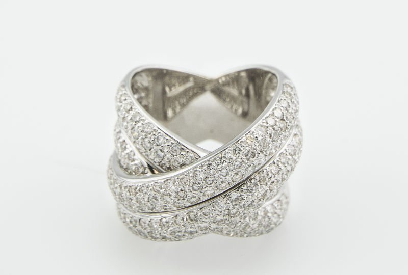 Contemporary 18K Diamond Criss Cross Band 2.75Cts