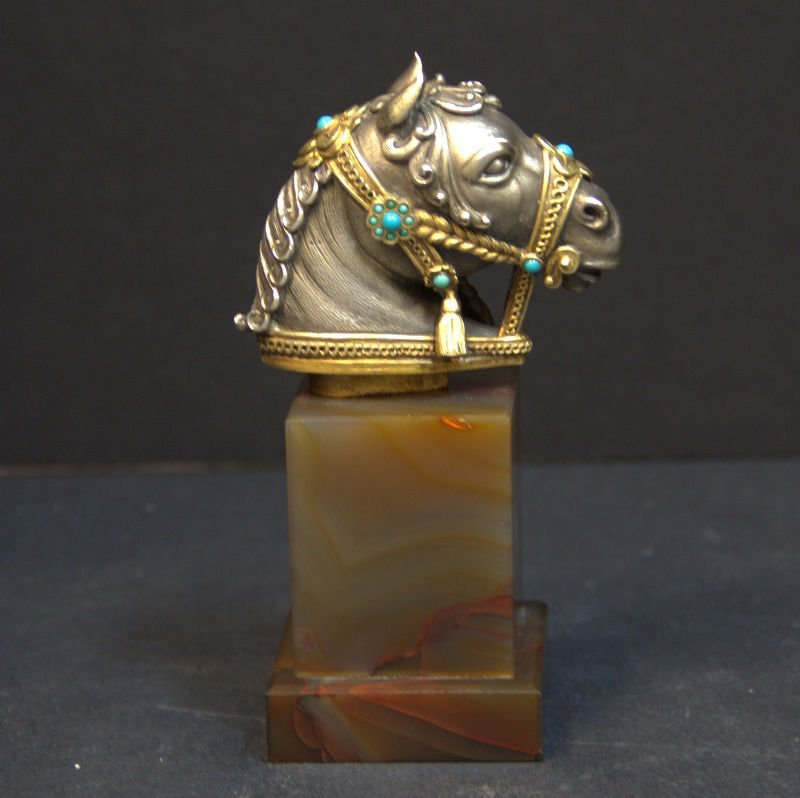 925 Silver Turquoise Beaded Horse Head On Agate Base
