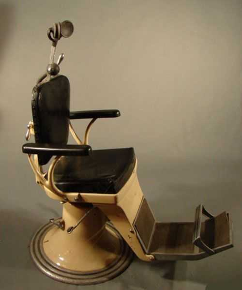 - 1300: Vintage Dental / Dentist Chair