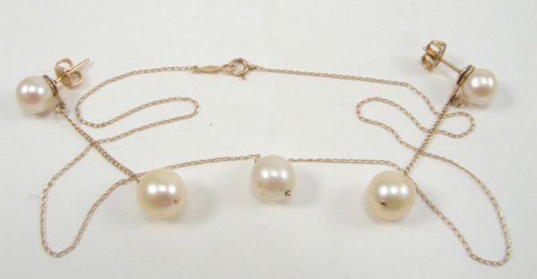 502: Natural Pearl Necklace and Earring Set. Pair of dr